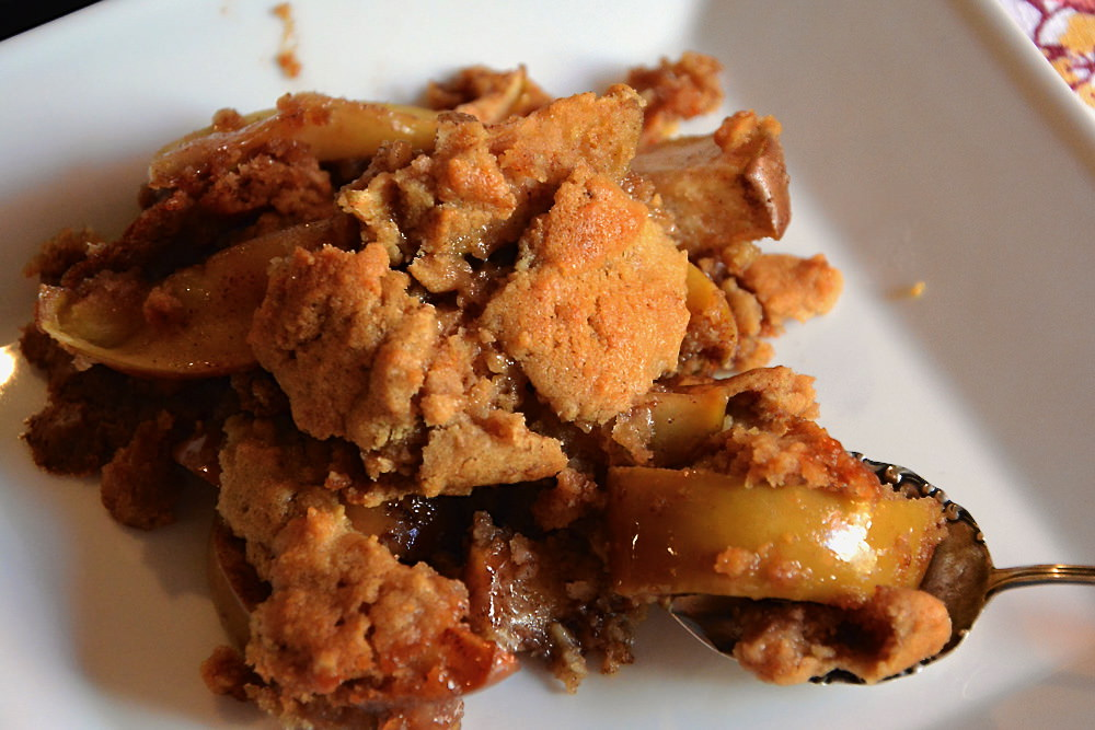 Apple-Pie-with-Oatmeal-Cookie-Crust-