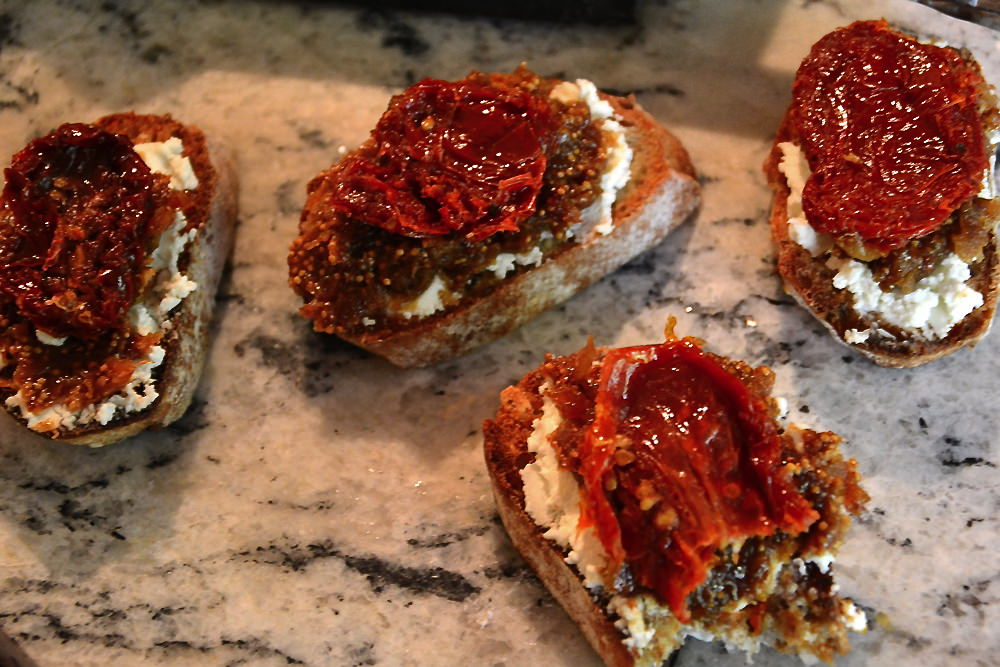 Sun-Dried-Tomato-&-Fig-Jam-Bruschetta 4