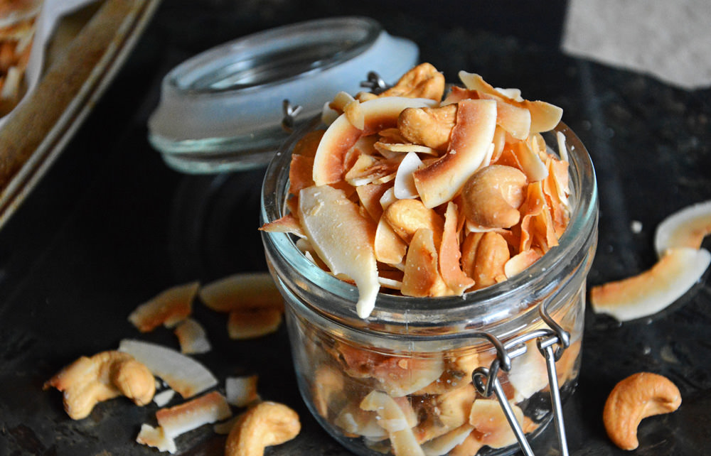 Vanilla-Scented-Coconut-and-Cashew-Mix-3