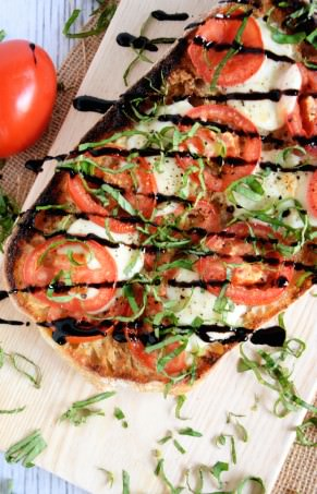 Roasted Garlic Caprese Flatbread | The Housewife in Training FIles