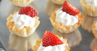 {5 Ingredient} Strawberries and Cream Tarts