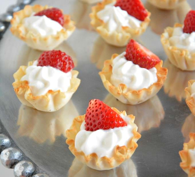 {5 Ingredient} Strawberries and Cream Tarts | A guilt free, no bake dessert with vanilla greek yogurt custard, phyllo cups & strawberries!