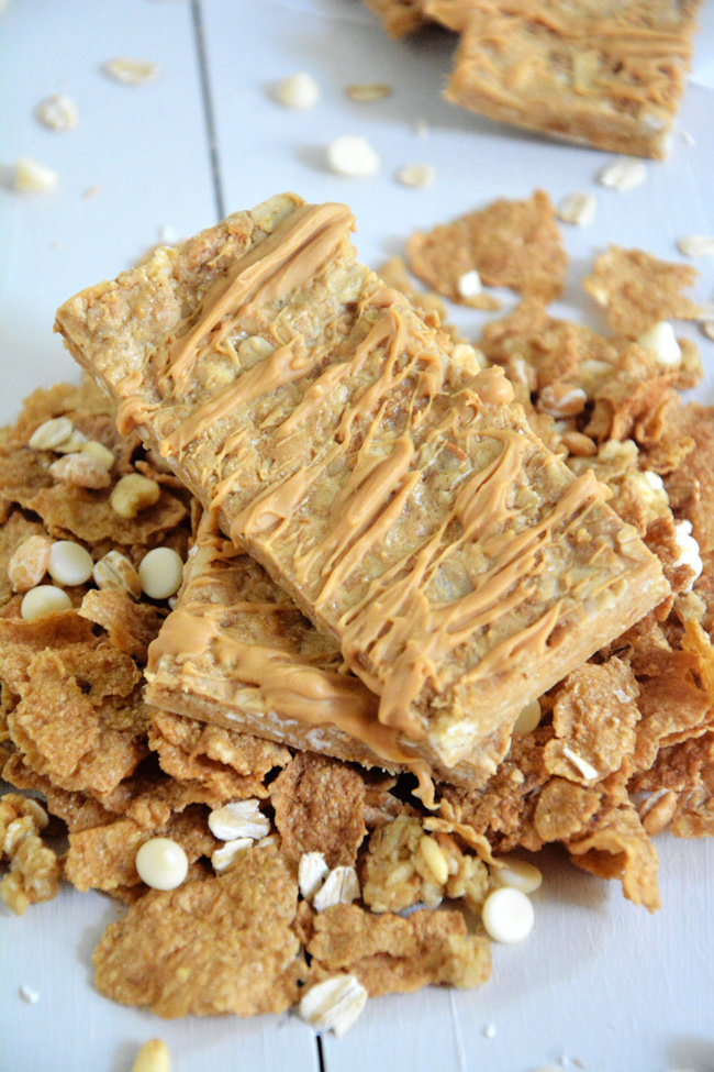 Oats and vanilla graham clusters are held together with a peanut butter and honey mixture; making healthy, no bake granola bars to please any appetite! #proteinbar #nobake #granola #peanutbutter