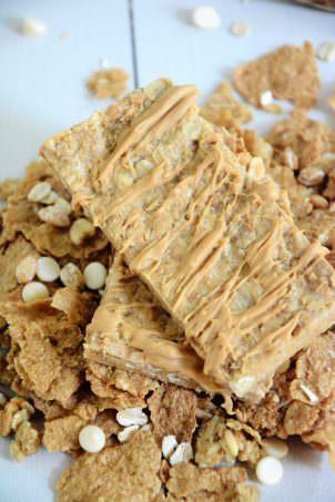 Vanilla Graham No Bake Granola Bars   A #healthy, #nobake granola bar made of oats and vanilla graham clusters!