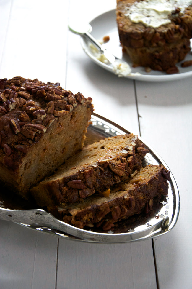 {Oil Free} Brown Butter Apple Bread with Butterscotch Chips and Cinnamon Pecan Streusel | A lighter bread sweetened with brown butter apples, greek yogurt, apple sauce and butterscotch chips is the the perfect bread to welcome fall! Indulge with this healthier apple bread!