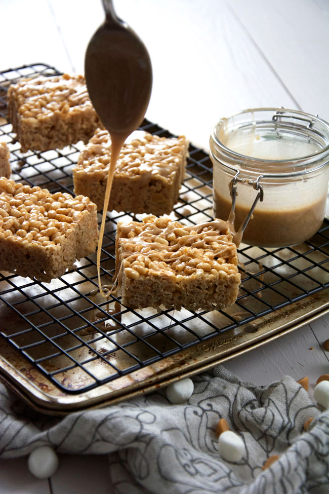 Irresistible, chewy rice krispies made with pumpkin pie spice and butterscotch then topped with a decedent French toast glaze! Buttery and toffee like treats that are perfect for fall!