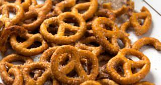 Irresistible {Four Ingredient} Cinnamon Sugar Pretzels