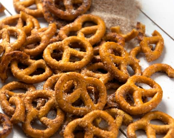 Irresistible {Four Ingredient} Cinnamon Sugar Pretzels