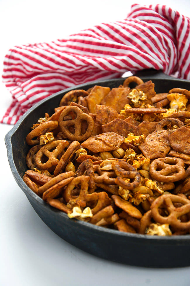 A cheesy and spicy taco snack mix with crunchy popcorn, salty pretzels, buttery peanuts and cheesy crackers! Perfect for watching an afternoon football or baseball game! #snackmix #glutenfree #taco #gameday