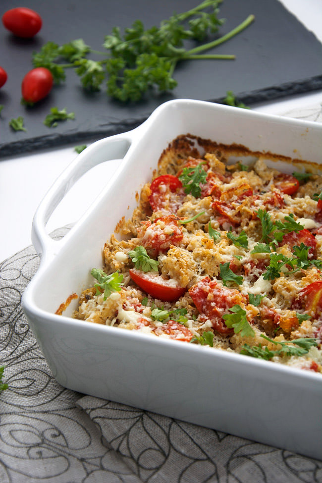 Double Cheese White Pizza Quinoa Bake have all the flavors of a pizza - parmesan, mozzarella and cherry tomatoes - mixed with quinoa and tossed in a cheesy cream sauce for a simple & healthy white pizza makeover!