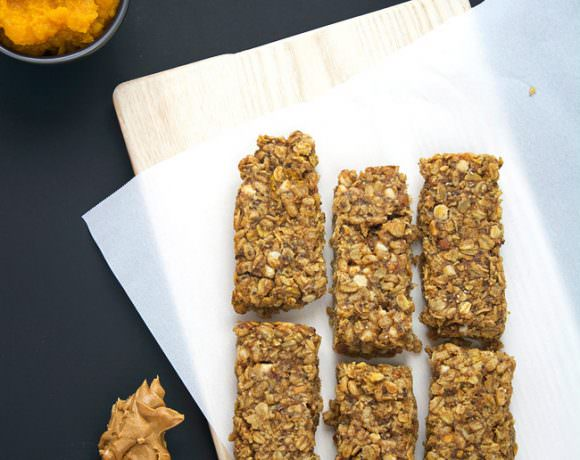 A homemade granola bar bursting with fall flavors of pumpkin pie spice, cinnamon and vanilla yogurt chips! These bars are full of flavor, moist and healthy so you can indulge this holiday season!
