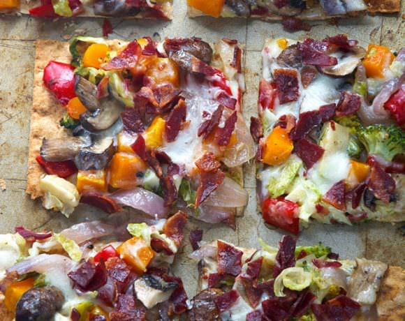 Thin and crispy lavash is used as the base for this flatbread, and topped with autumn, maple roasted veggies and topped with bacon and creamy fontina for flatbread that will please anyone! #flatbread #pizza