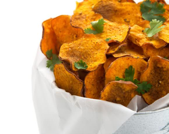 {5 Minute} Chili Spiced Healthy Sweet Potato Chips with Greek Yogurt Blue Cheese Dip