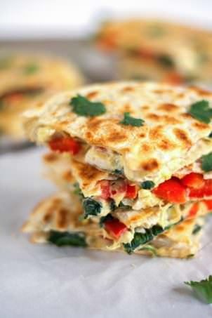 These Smoked Gouda & Turkey Artichoke Quesadillas come together quickly using leftover turkey, two types of cheese, red peppers and artichokes! They are a delicious and easy appetizer or light dinner! #healthy #leftovers #turkey #quesadilla