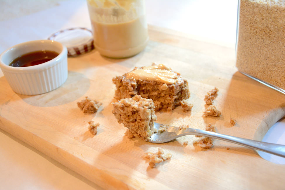 A healthy, on-the-go peanut butter breakfast bar that is loaded with bananas, oats, peanut butter and maple for sweetness. #glutenfree #breakfastbars #snack #granolabar