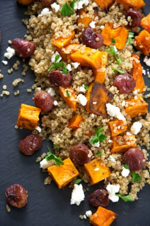 A delicous and flavorful quinoa salad made of caramelized butternut squash, smoked almonds, creamy goat cheese and roasted grapes! Make ahead and store in the fridge until ready to serve!