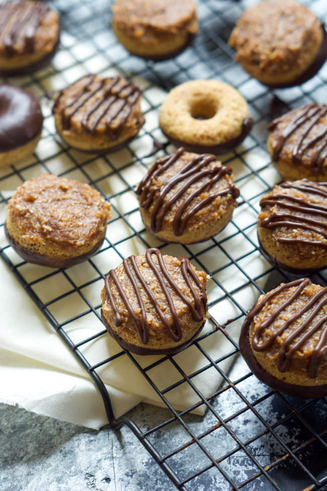 Who wouldn't want dessert for breakfast with these Girl Scout Cookie inspired donuts?! Mini Baked Samoa Donuts with a 5 Minute Caramel sauce are a whipped together in a single bowl, full of chocolate, a tender vanilla donut and topped with toasted coconut and a healthy caramel sauce!