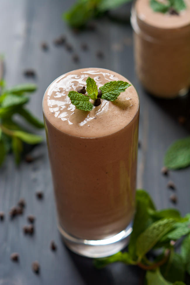 A dessert in a glass! This Skinny Peppermint Patty Shake is full of chocolate and mint! It is healthy enough for a high protein breakfast or quick snack! #peppermint #proteinshake #milkshake #glutenfree
