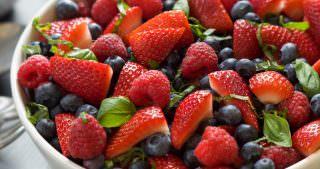 {Simple} Honey Basil Fruit Salad
