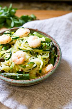 Spicy Shrimp and Asparagus over Zucchini Noodles | Eating Bird Food