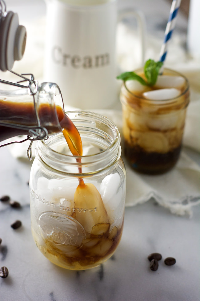 A copycat from a local coffeehouse, Skinny Almond Honey Toddy is a shaken cold brew with vanilla almond milk, and sweetened with honey!