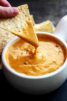 Slow Cooker Chili's Queso | Crème de la Crumb