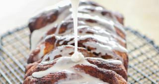 {Lightened Up} Cinnamon Roll Pull Apart Bread