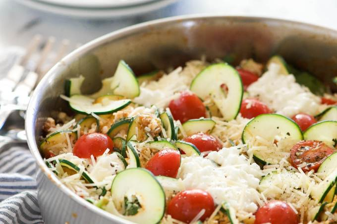 Spinach and Artichoke Skillet Zucchini Lasagna is a healthy, low-carb take on lasagna! Zucchini noodles mixed with spinach, artichokes and plenty of cheese makes this one pot dish a crowd pleaser!