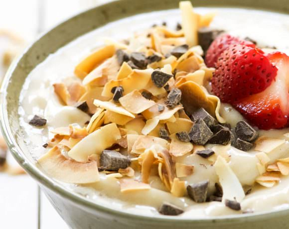 Dark Chocolate and Toasted Coconut Smoothie Bowl