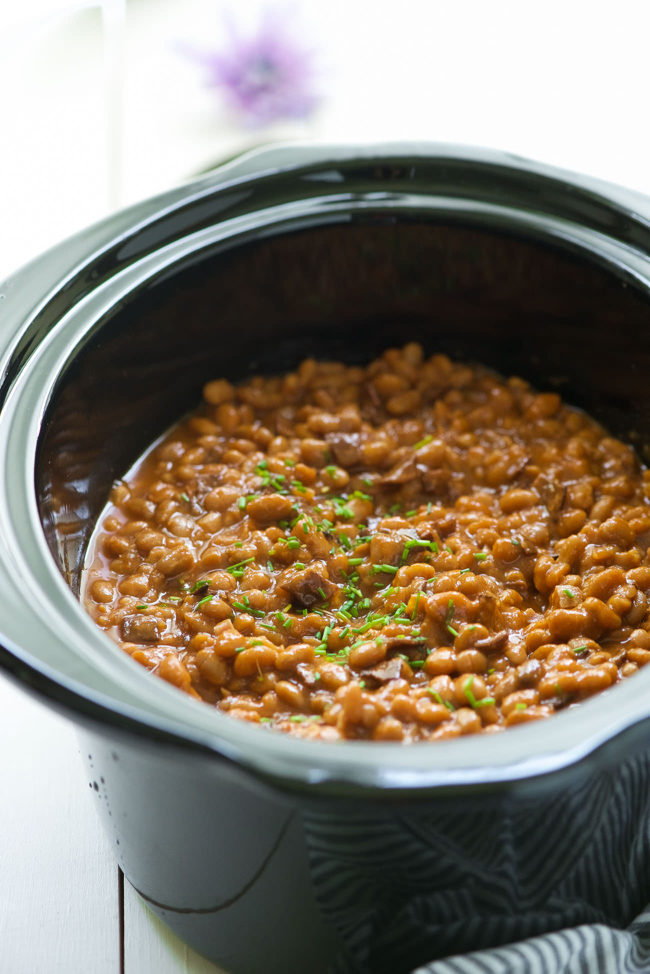 These Slow Cooker Healthy Maple Bacon Baked Beans are a barbeque, get together must have! A healthy twist on the classic bacon baked beans with maple, that allows your slow cooker do all the work.