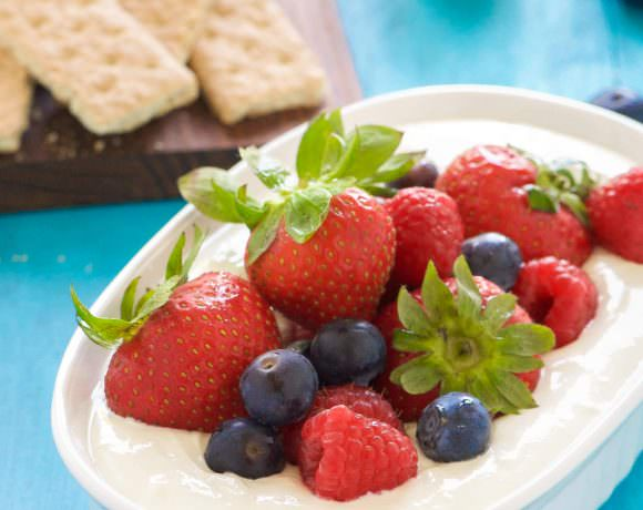 Lemon Berry Cheesecake Dip