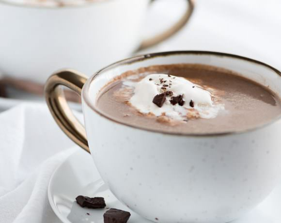 slow cooker hot chocolate recipe, crock pots, easy, spiked, best, healthy, alcohol, vegan, Christmas, dairy free, cocoa, baileys, parties, families, holidays, whipped cream, friends, simple, how to make, refined sugar free